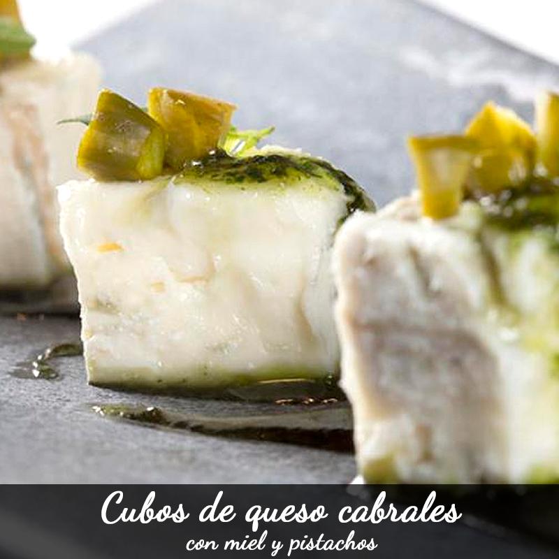 Receta de cubos de queso cabrales con miel de albahaca y pistachos