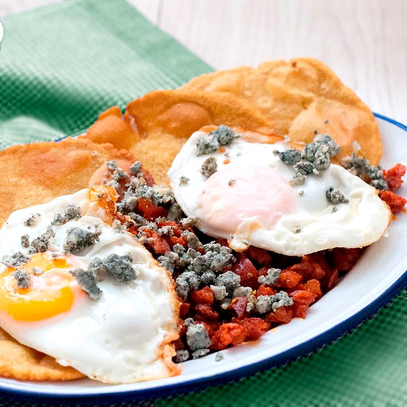 Receta tortos de maíz con picadillo de chorizo, huevos y queso cabrales
